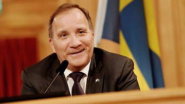 Stefan Löfven ruotsin lipun edessä LK 7.7.2021
