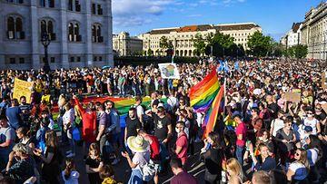 Mielenosoitus Unkarin Budapestissa kesäkuussa 2021.