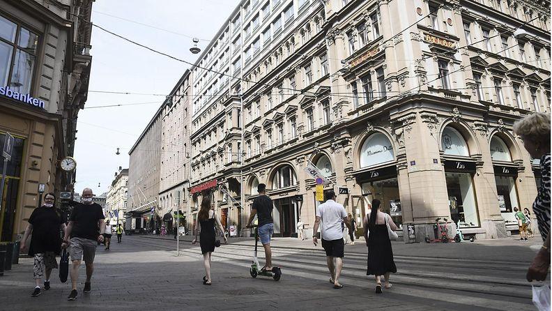 LK ladattu 20.7.21 Helsinki ihmisiä kadulla korona heinäkuu 2021