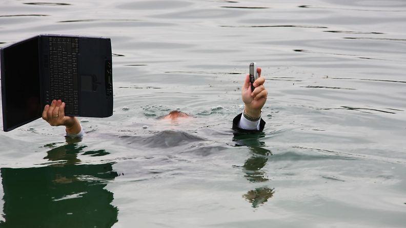 Kännykkä vesi