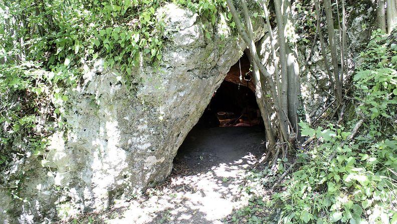 Puola haudattu tyttö luola LK 25.7.2021
