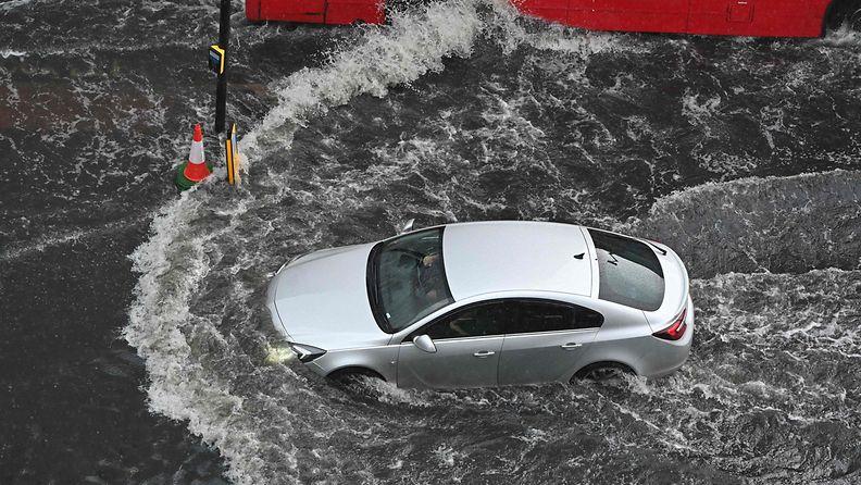 LK: Lontoon rankkasateiden aiheuttamat tulvat