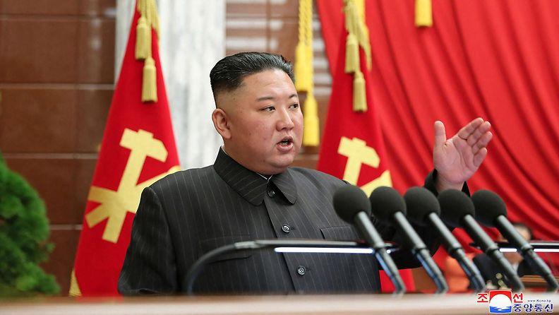Kim Jong-un pitää puhetta.