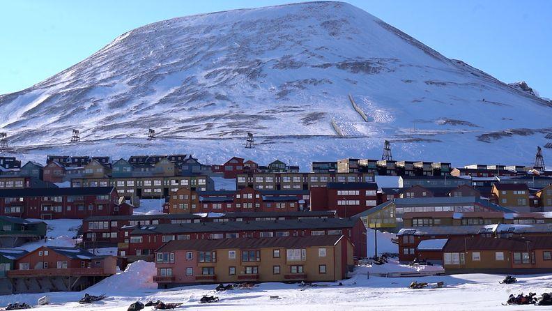 Longyearbyenin kylä Huippuvuoret RAJOITETTU