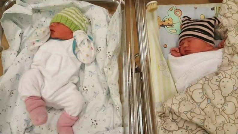 samana päivänä syntyneet pojat synnytysosastolla