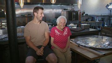 Grannyna tunnettu somemummi, 95, päätti leipaista maailman suurimman Oreon. Kuva CNN