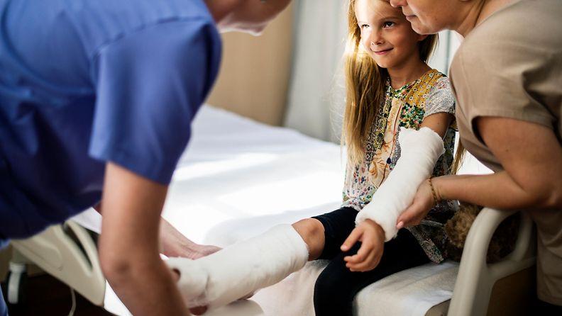 Lapsen jalka on murtunut