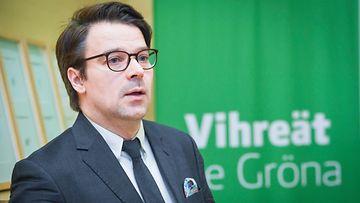 Ville Niinistö tiedotustilaisuudessa, jossa hän kertoi lähtevänsä ehdolle Europarlamenttiin vuonna 2019.