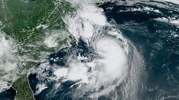Lauantaina otettu satelliittikuva näyttää hurrikaani Henrin lähestymässä Yhdysvaltojen koillisrannikkoa.