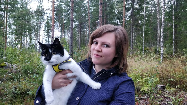 Julia Haukilintu ja Minttu-kissa