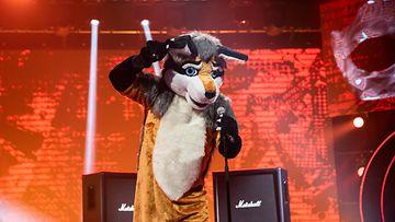 Masked_singer_suomi_S3_eps1_007_kettu_kuvaaja_saku_tiainen