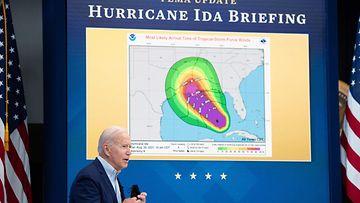 Presidentti Joe Biden hurrikaani Idaa koskevassa kokouksessa.