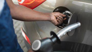 shutterstock huoltoasema bensa-asema tankkaus tankkaaminen polttoaine bensa