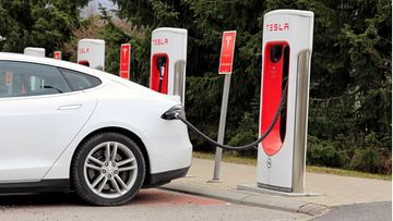 tesla supercharger suomi paimio lataus lataaminen sähköauto