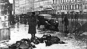 Tykistötulen uhreja Leningradissa.