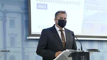 LK 9.9.2021 Puolustusministeri Antti Kaikkonen puolustusministeriön valtioneuvoston puolustusselontekoa koskevassa tiedotustilaisuudessa Helsingissä 9. syyskuuta 2021.