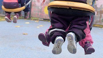 LK 10.9.2021 Lapset ulkoilemassa päiväkodissa Espoossa 10. lokakuuta 2018.