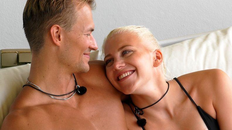 Love_Island_Suomi_S3_E19_Eeli_Salli_Parvekkeella