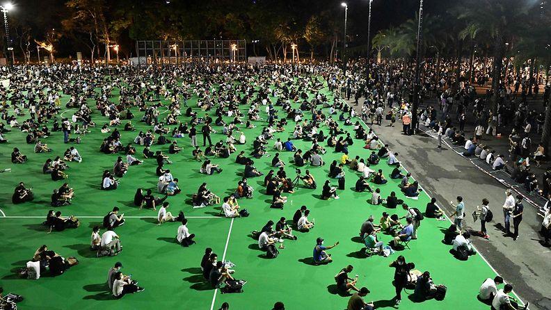 LK: Hongkong, Victoria-puisto, muistotilaisuus