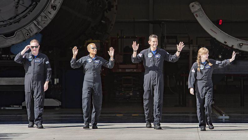 AOP SpaceX avaruuslennon siviilimiehistö