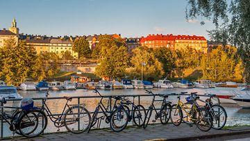 Polkupyöriä Kungholmstrandilla, joka sijaitsee lähellä kanavaa.