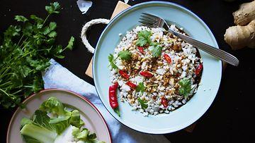 Kukkakaali_salaatti_aasialaisittain