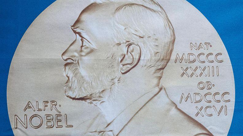 Alfred Nobelin kuva kankaalla.