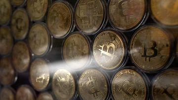 Symbolisia Bitcoin-kolikoita.