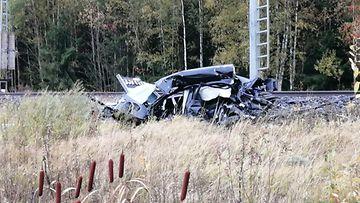 Simo Päivärinnan kuva Loimaalla on tapahtunut junan ja henkilöauton törmäys