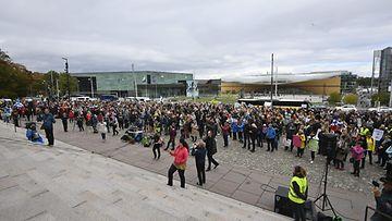 LK Mielenosoitus Eduskunnan edessä