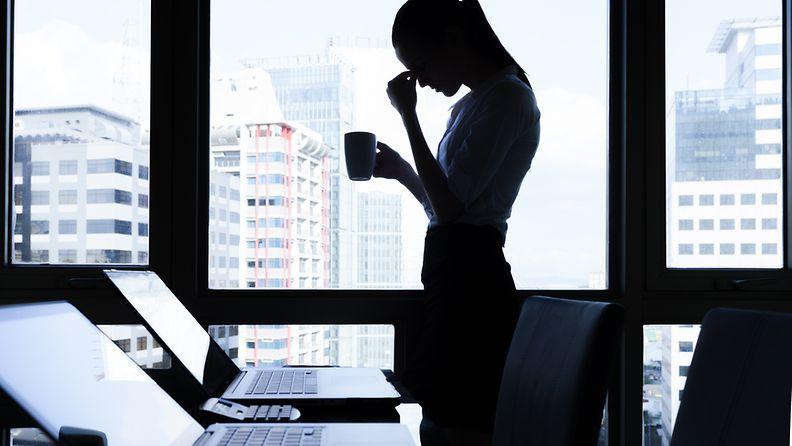 stressaantunut työntekijä