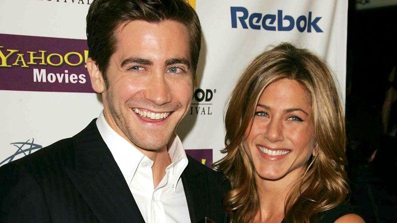 Jake Gyllenhaal ja Jennifer Aniston palkintogaalassa.