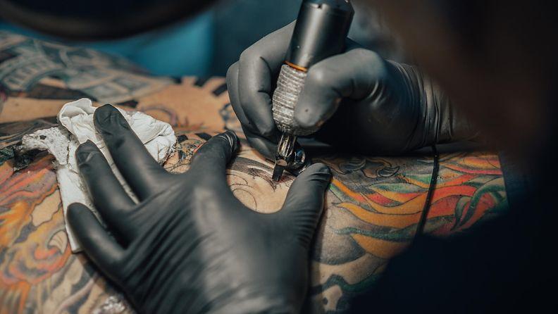 tatuointi, tatuoija
