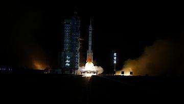 AOP 1610 Kiina avaruus taikonautit
