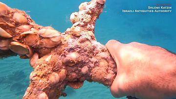 Miekka löytyi merestä. Kuva CNN