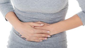 naisen vatsa on kipeä