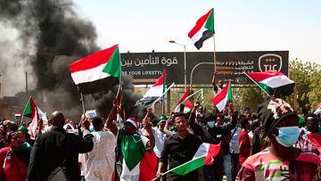 LK: Sudan, mielenosoitus, Sudanin liput