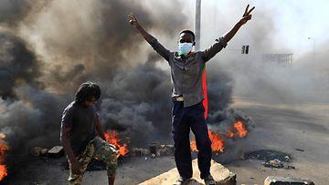 LK: Mielenosoitus, Sudan, vallankaappaus, protestoijat