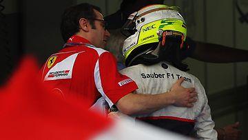 Ferrarin Stefano Domenicali supattaa Sergio Perezille Malesian gp:n jälkeen.