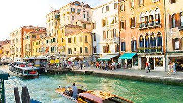Venetsian sillat kanaalit muistuttavat toisiaan.