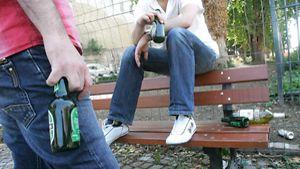 Alkoholilla on usein vaikutusta kaupungilla tapahtuvaan turvattomuuteen.