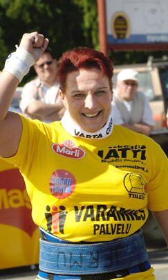 Kati Suomen vahvin nainen -kilpailussa Tuurissa vuonna 2006.