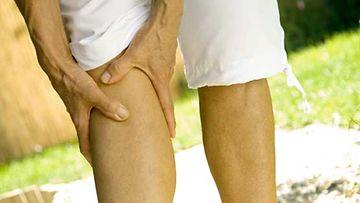 Nivelten aamujäykkyys on tyypillinen nivelrikon oire.