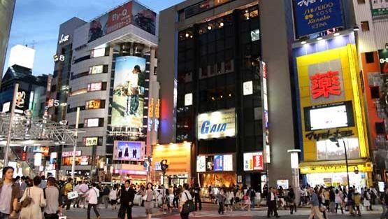 Moderni teknologia hallitsee japanilaista katukuvaa.