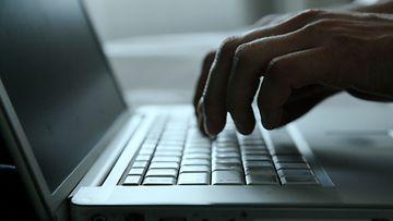 Nimimerkin varjossa on helppo haukkua toisia blogiin kirjoittavia.