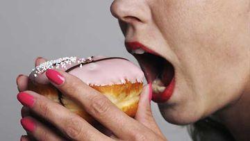 Syöminen on näennäisesti helppo tapa tasata tunteita.