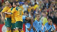 Mark Viduka, Tim Cahill ja Harry Kewell Australia juhlii MM-kisapaikkaa, kuva: Mark Nolan/Getty Images