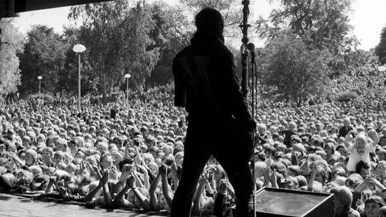 Hurriganes esiintyi Kaivopuistossa kesällä 1977.