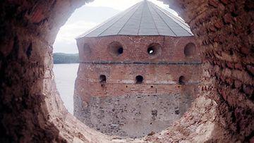Yksi Olavinlinnan vangeista onnistui pakenemaan muurin ampuma-aukosta.