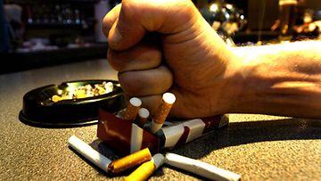 Tupakoinnin lopettamisen hyödyt tuntuvat jo tunnin jälkeen.